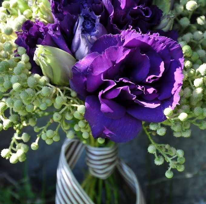 Spring bouquet – Deep purple lisianthus
